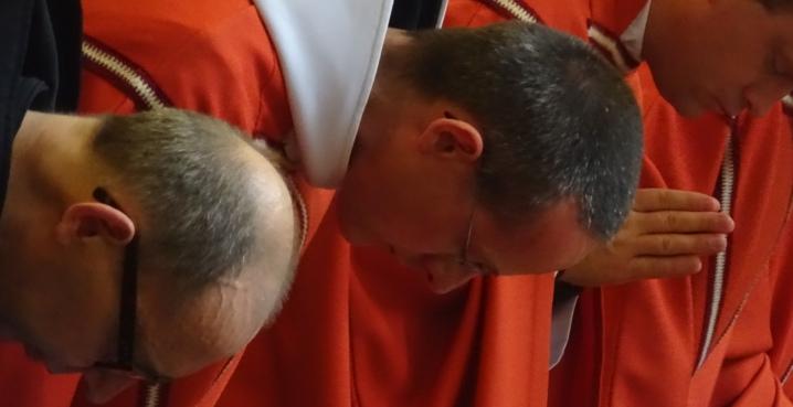 moines en prières