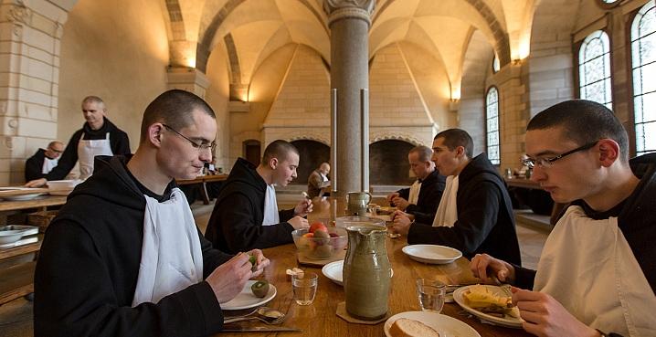 moines réfectoire Solesmes